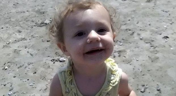 Bimba di 2 anni uccisa dal patrigno: Eva dal 2017 aspetta ancora il funerale