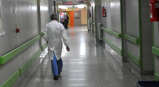 Milleproroghe, medici in corsia fino a 70 anni: anche superati i 40 di attività