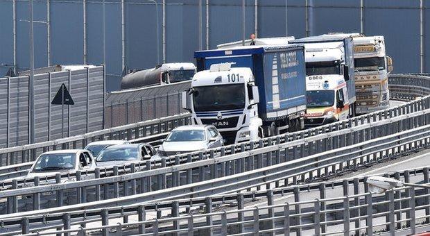 Autostrade, Conte piega i 5Stelle: ma la maggioranza lo mette sotto processo