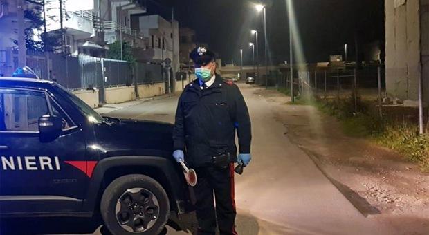 Carabinieri in campo per controllare chi si sposta da casa
