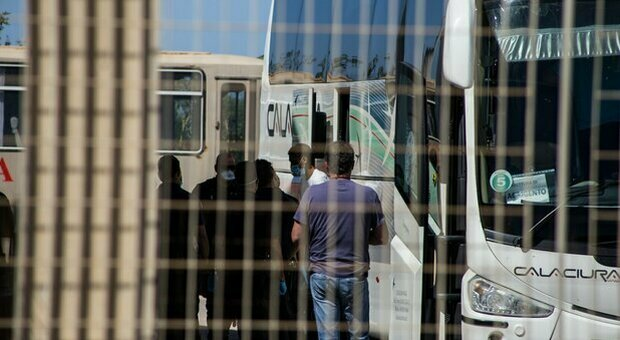 Virus, nel Lazio 334 migranti dalla Sicilia. La Regione: «Positivo il 4,5%. Rischio sovraccarico sistema sanitario»