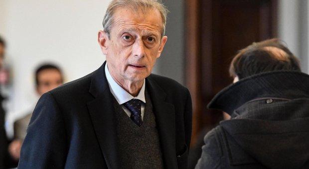 Fassino, oggi atteso a Napoli:  «Errore dividersi, Bersani rifletta»
