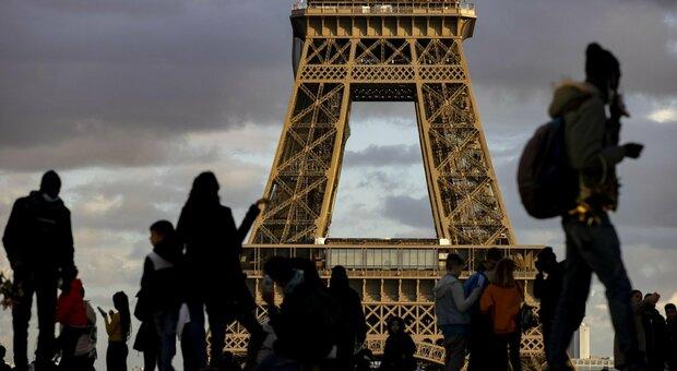 Covid, Francia verso il lockdown totale. In Russia 320 morti un giorno, picco da inizio epidemia