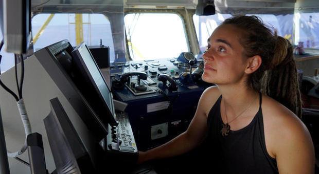 Migranti, Carola Rakete: «Porti aperti e missione Ue di salvataggio. Se serve torno sulla nave»
