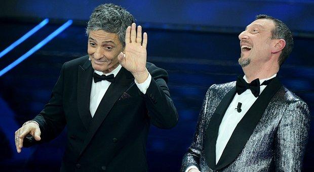 Fiorello prete travolge Sanremo tra Papi e Papeete: «Sarò il Rocco Casalino di Amadeus»