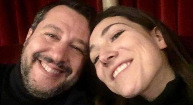 Sanremo 2020, Salvini non guarda il Festival: «Sono a teatro a vedere Pino Insegno»