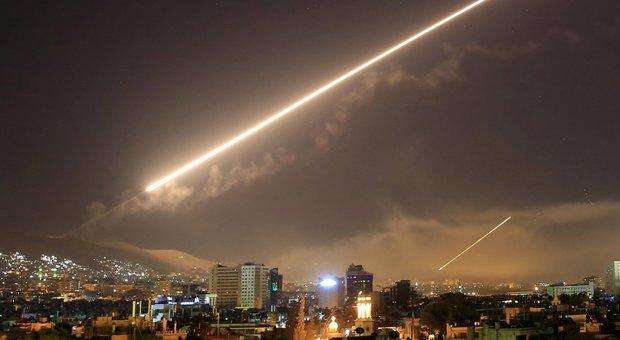 Sira, Usa, Francia e Gran Bretagna attaccano nella notte