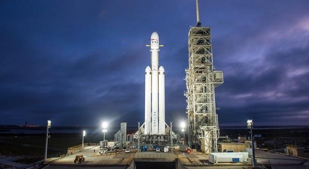 Il Falcon Heavy sulla rampa di lancio a Cape Canaveral