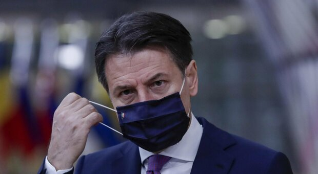 Covid Italia, Conte: mascherine obbligatorie all'aperto? Valuteremo