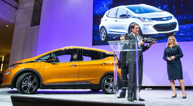 La premiazione a Detroit della Chevrolet Bolt