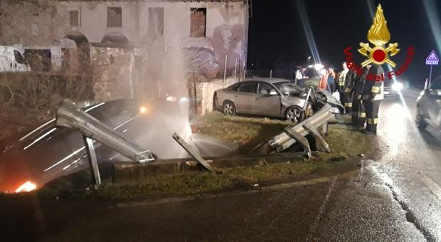 La scena dell'incidente a Fontanelle che ha divelto l'idrante