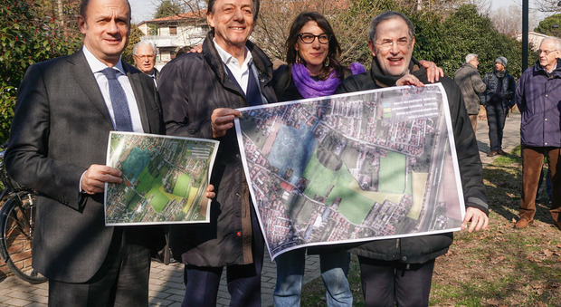 L'inaugurazione del Parco Iris (da sinistra il vicesindaco Lorenzoni, il sindaco Giordani e gli assessori Gallani e Colasio)