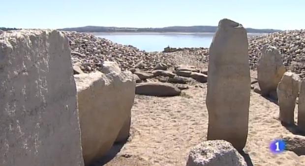 Stonehenge, siccità fa emergere nuovi megaliti in Spagna: hanno 4mila anni e servivano per osservare gli astri