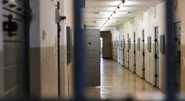 Varese, uccise la ex a coltellate: si suicida in carcere a Rossano in Calabria
