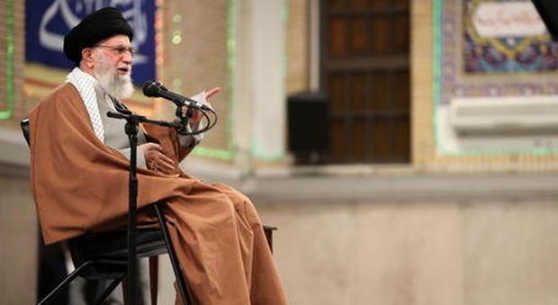 Iran, Khamenei: «Attacco agli Usa dalle mani di Allah. Dialogo su nucleare un inganno»