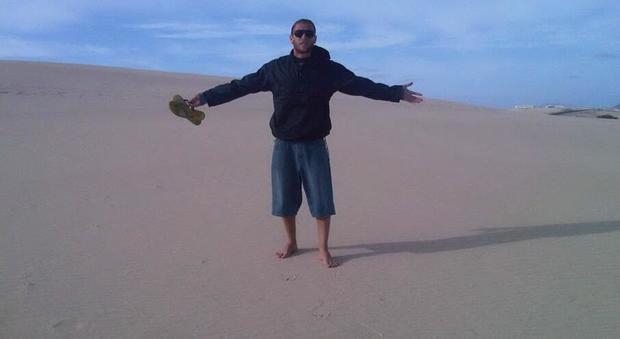 Turista italiano muore folgorato mentre pesca con gli amici a Puerto Escondido