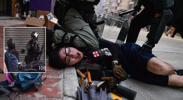 Hong Kong, spari al corteo: attivista colpito al torace dalla polizia