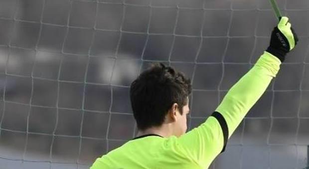 Calcio under 15, arbitro aggredito in campo dalla mamma del giocatore espulso