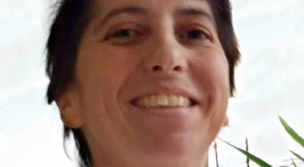 Tumore all'utero, Monica muore a 44 anni poco dopo le nozze. I medici l'avevano curata per il mal di schiena