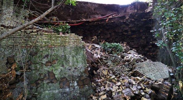 Roma, crolla muro di contenimento di Villa Ada: chiusa una strada