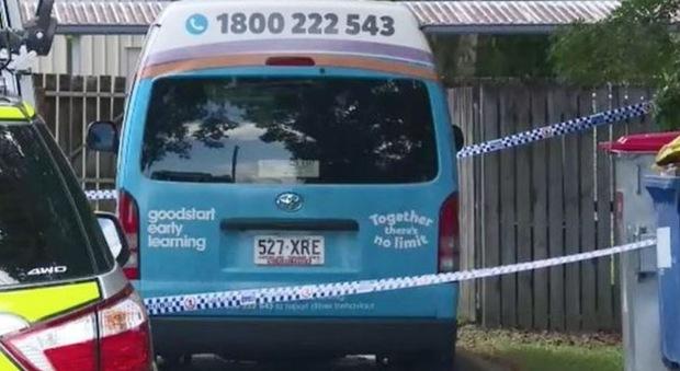 Bimbo di 3 anni morto nel minibus di fronte all'asilo: il piccolo era stato dimenticato all'interno
