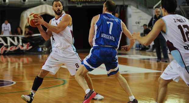 Il capitano della Npc Rieti Nicolò Benedusi in azione contro Agrigento (Foto Itzel Cosentino)