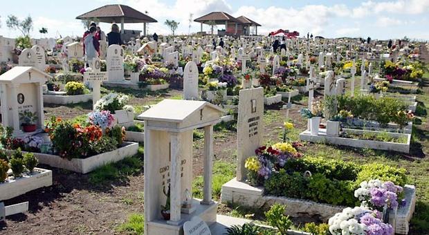 Roma Sud resta senza cimitero, stop alle sepolture al Laurentino. Le sepolture? A 45 km di distanza