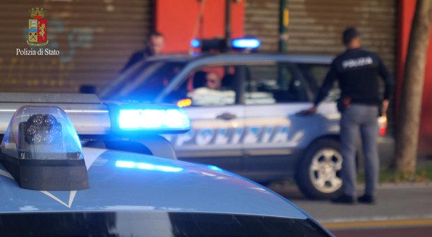 Mestre. Rapinatore 18enne in questura: «Vi rubo le pistole e vi sparo come a Trieste!»
