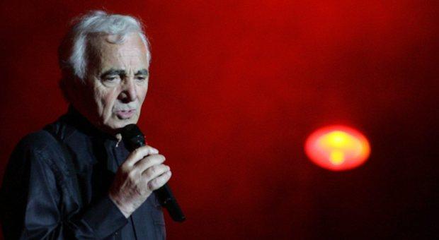 Con Charles Aznavour ci lascia un istrione di classe