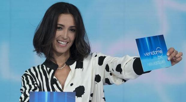 «Commenti omofobi da Caterina Balivo»: non sarà più la madrina del Milano Pride