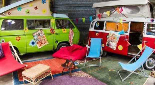 Dormire in una roulotte si può fare al Base Camp di Bonn