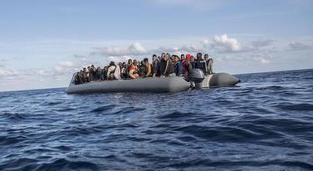 Migranti, 120 persone alla deriva. Alarm Phone: «Avvertita Italia e Libia, non abbiamo risposte da ore»