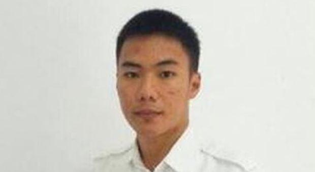 Il controllore di volo 22enne si sacrifica per salvare l'aereo pieno di passeggeri dallo tsunami