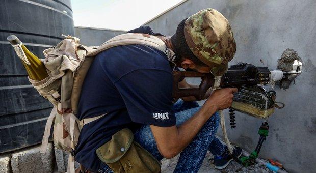 Libia, Sarraj: «Niente cessate il fuoco, Haftar si ritiri». Già centinaia i morti