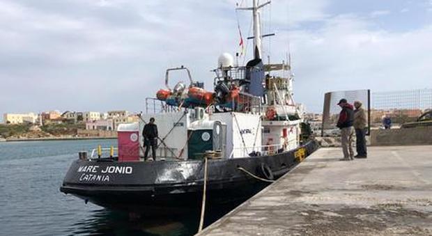 Migranti, disseqtestrata nave Mare Jonio. Casarini: «Avanti a testa alta»