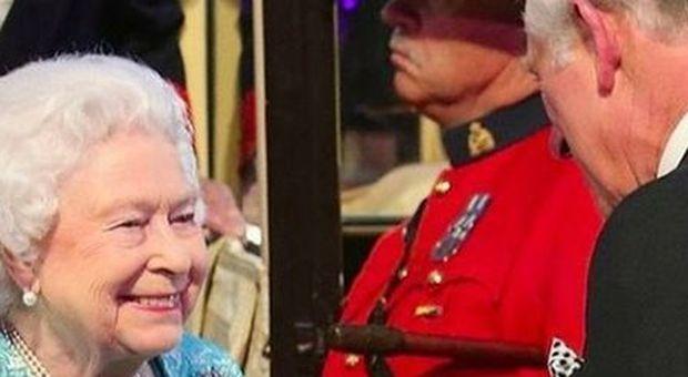 La regina Elisabetta e la tenera dedica al principe Carlo: «È un privilegio per una madre assistere ai 70 anni del figlio»