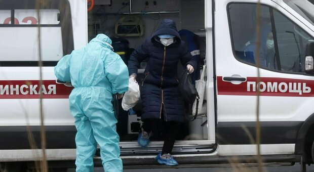Covid, a una festa bevono igienizzante per le mani al posto dell'alcol: 7 morti, due in coma
