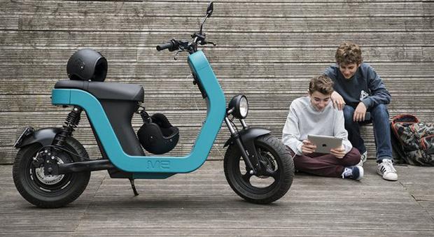ME è il nome del primo scooter realizzato in Sheet Moulding Compound
