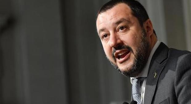 Salvini: «Abbiamo già fatto sbarcare malati e bambini, ora i porti restano chiusi»