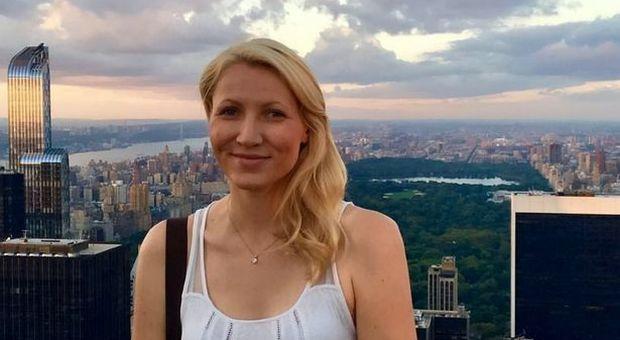 Professoressa fa sesso in aereo con uno studente 16enne e resta incinta