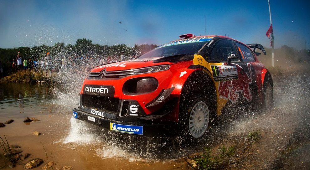 La Citroen C3 WRC di Ogier durante il rally di Sardegna
