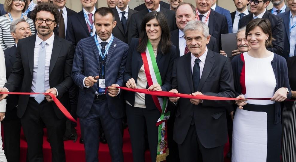 Andrea Levy (secondo da sinistra), presidente della manifestazione, dà il taglio del nastro insieme a Danilo Toninelli (primo da sinistra), neo Ministro delle Infrastrutture e dei Trasporti, a Sergio Chiamparino, Presidente della Regione Piemonte, e Chia