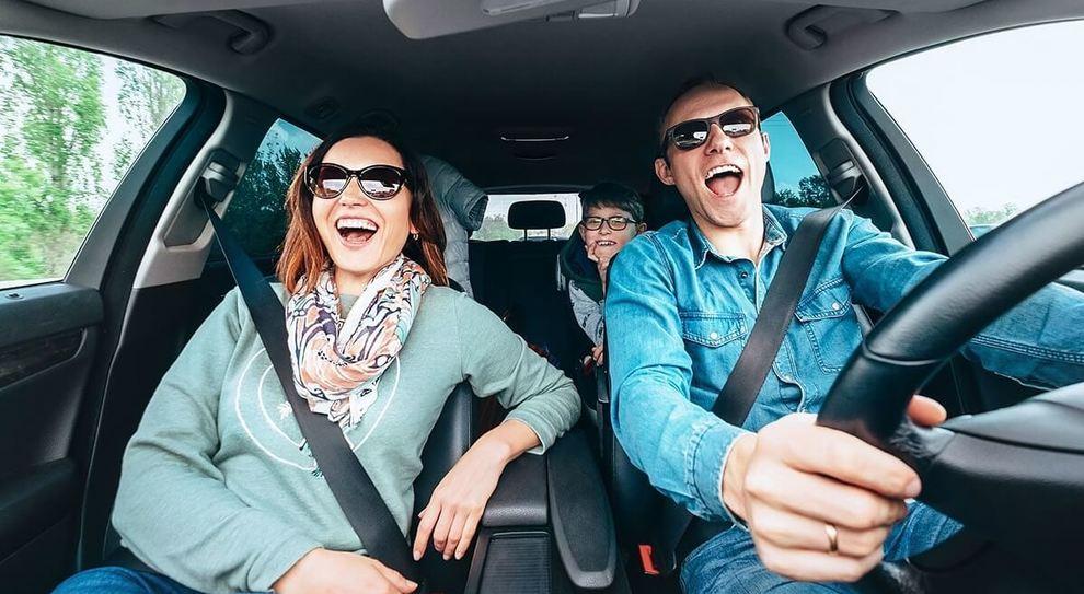 Una famiglia in auto