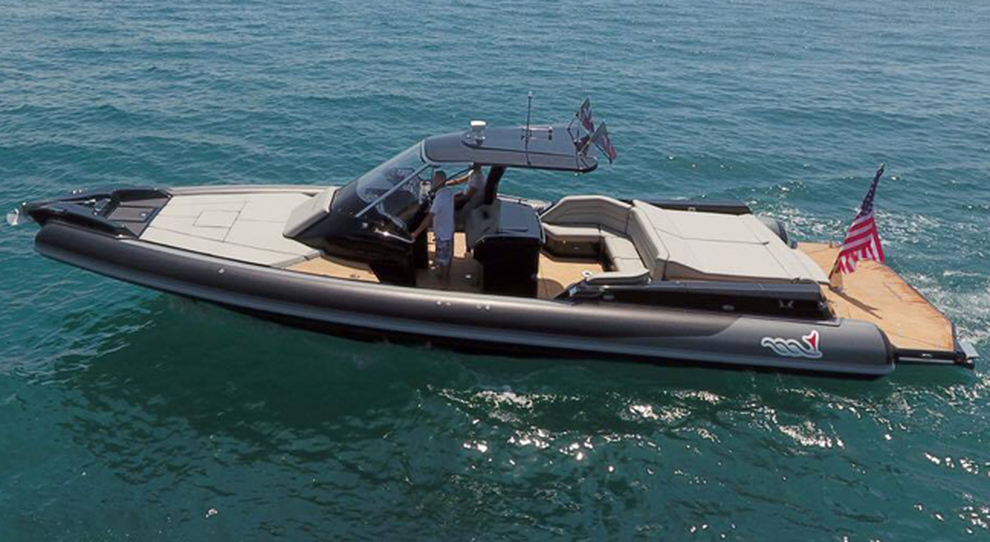 Il maxi gommone Mito 45 di MV Marine
