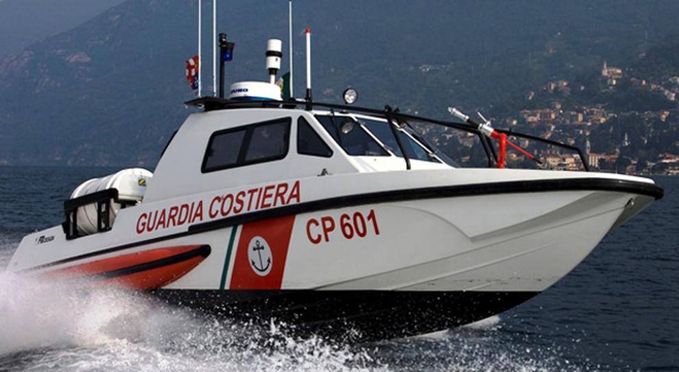 Una barca della Guardia Costiera