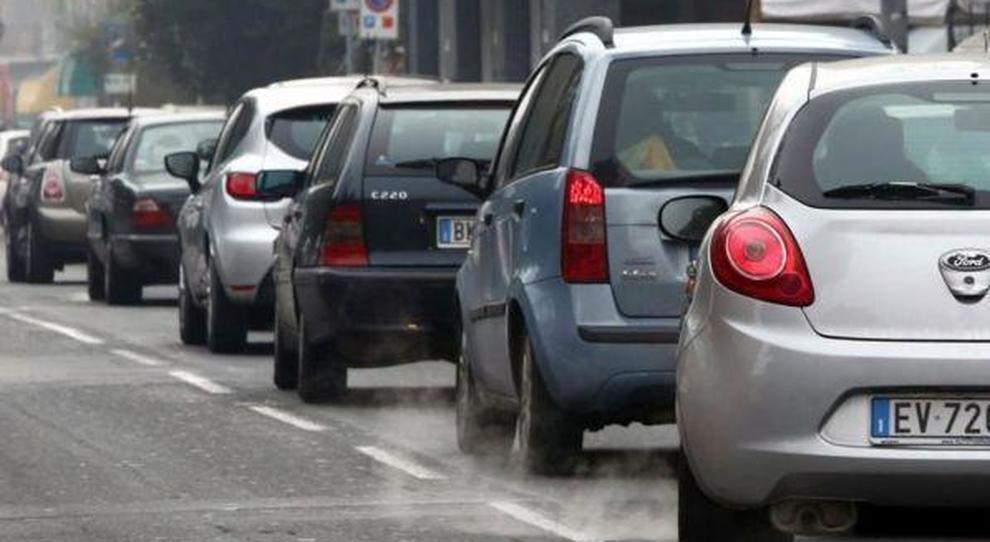 Auto inquinanti, ecotassa al via domani: guida alle novità fiscali