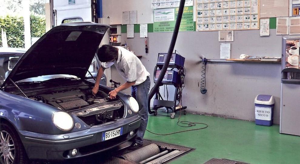 Un controllo preventivo dell'automobile è tra i criteri per accedere allo sconto della polizza Rc auto
