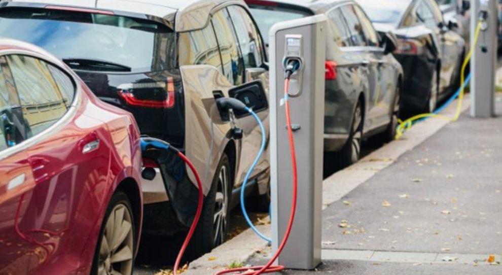Bonus auto: fino a 3.500 euro per le Euro 6 e a 10 mila per elettriche e ibride