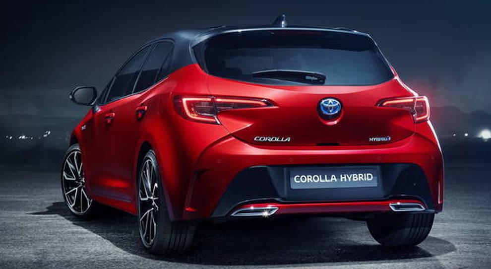 Il posteriore della nuova Toyota Corolla che debutterà in Italia il prossimo anno