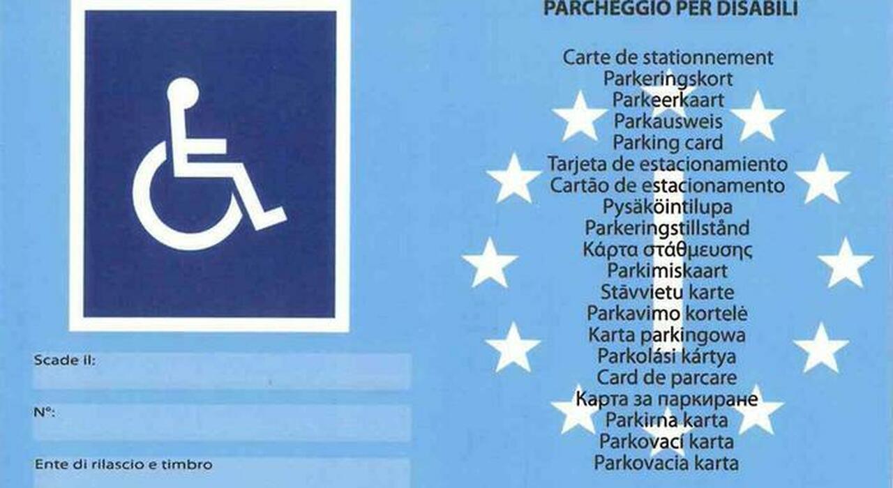 Un contrassegno auto per disabili